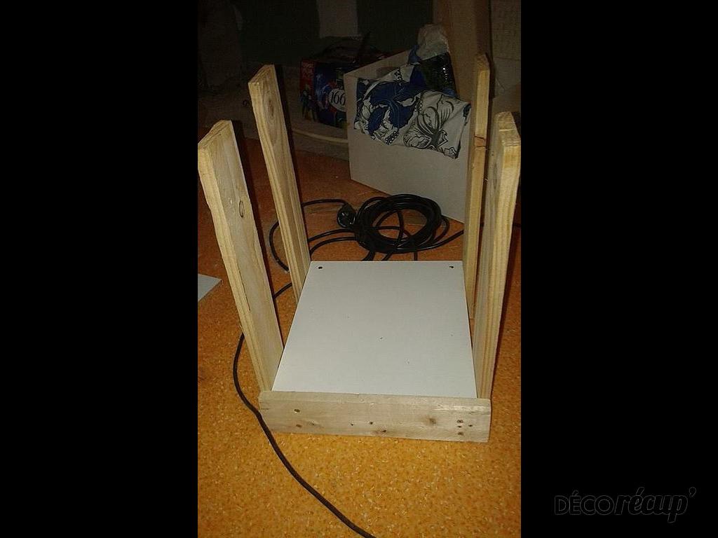 1 palette 2 tables de nuit par sly. Black Bedroom Furniture Sets. Home Design Ideas
