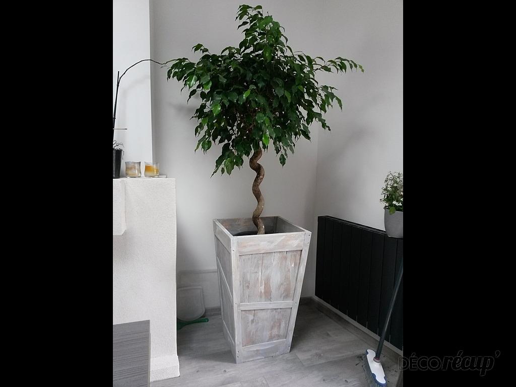 cache pot pyramidal par fabius54. Black Bedroom Furniture Sets. Home Design Ideas