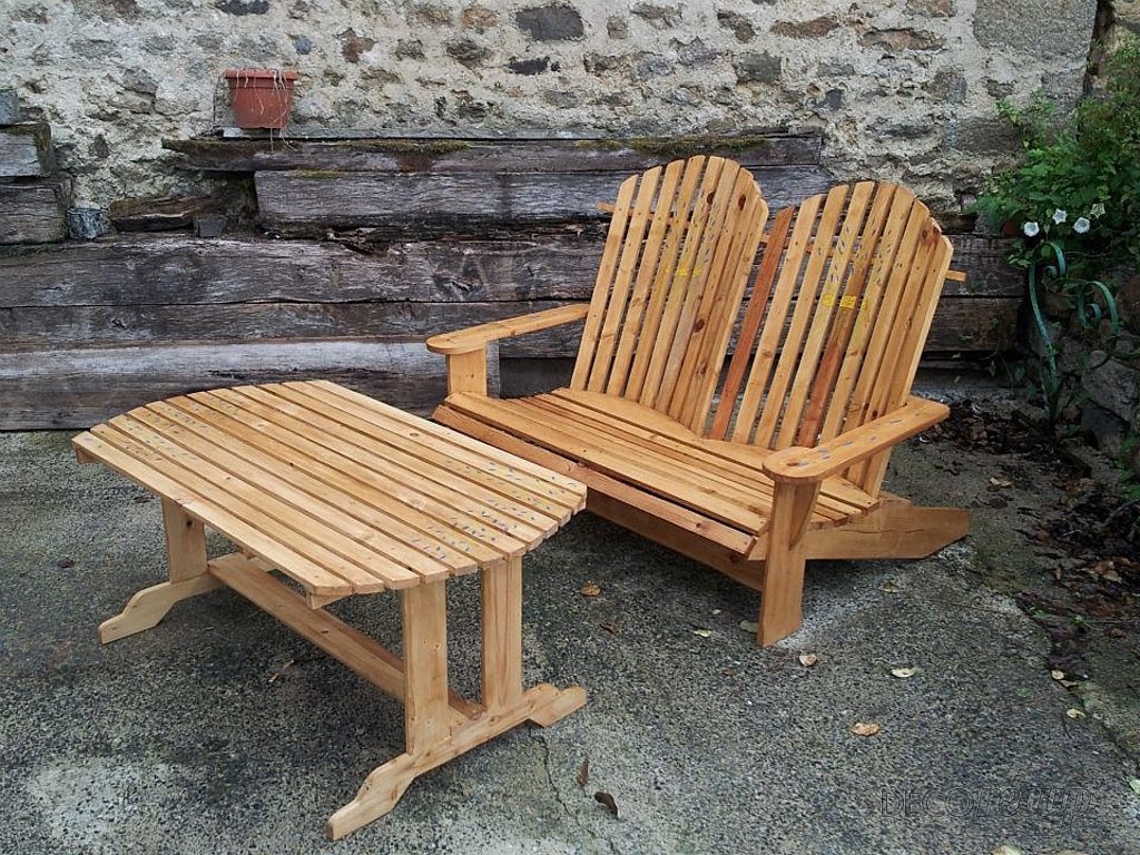 Salon de jardin par s b blt for Table en bois avec banc
