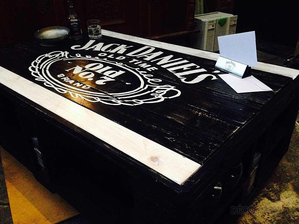 Table basse bois jack daniels for Meuble jack daniels