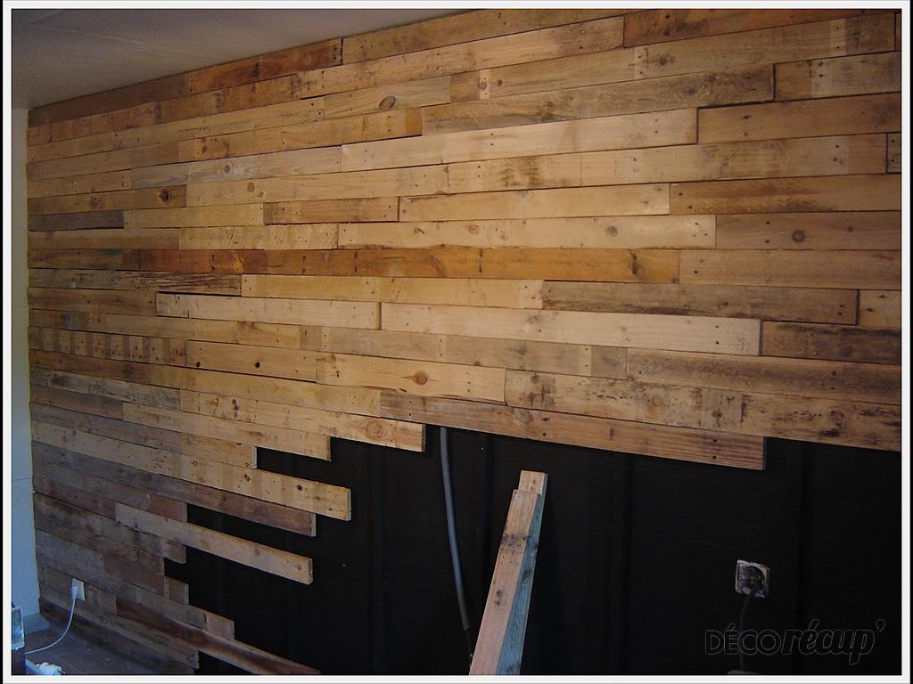 Mur en planches de palettes par pennale - Deco mur en bois planche ...