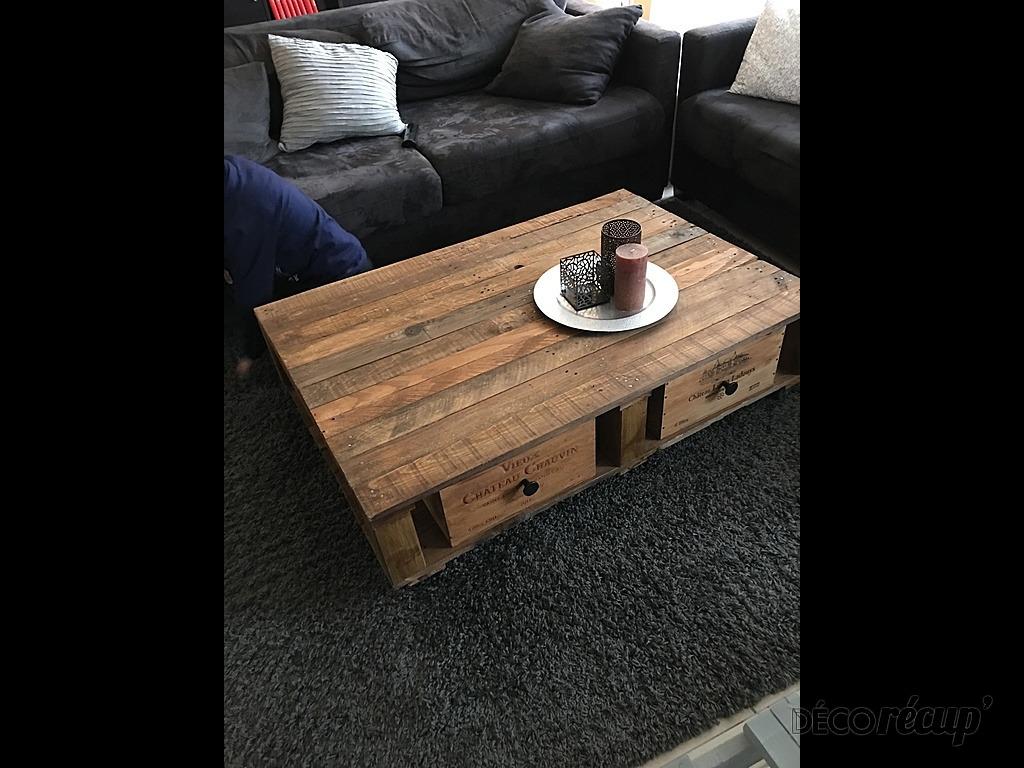 table basse casier caisses de vin par zora. Black Bedroom Furniture Sets. Home Design Ideas