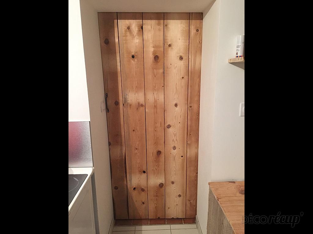 Porte coulissante en bois par sab - Chatiere porte en bois ...