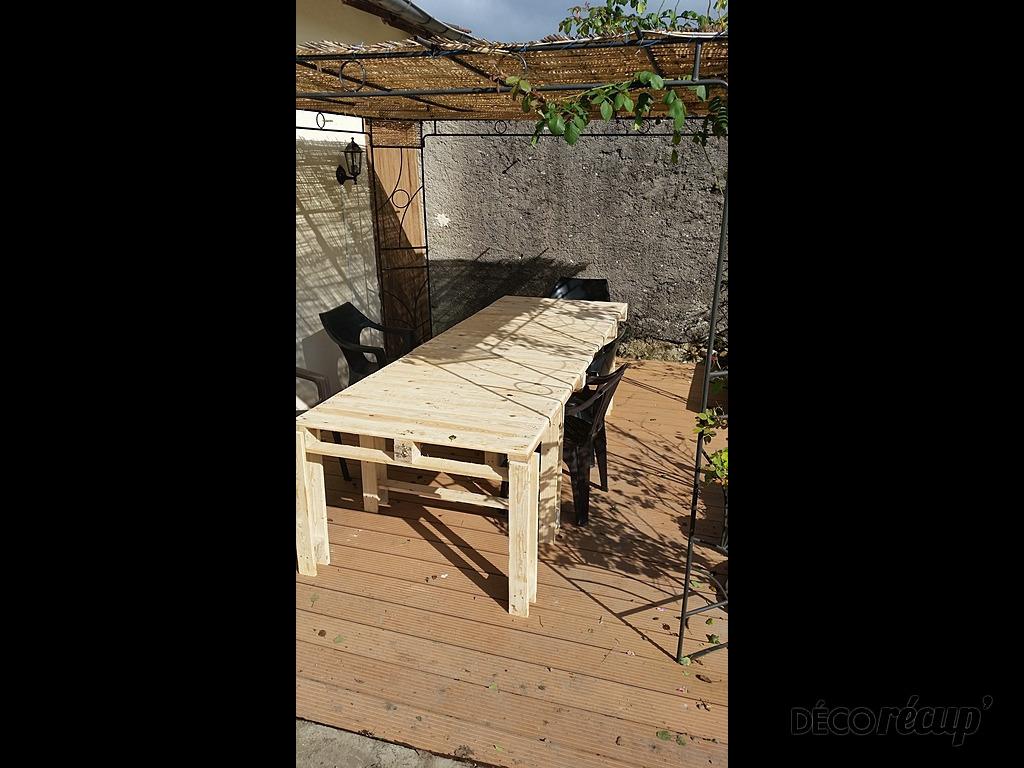 table exterieure par julien p. Black Bedroom Furniture Sets. Home Design Ideas