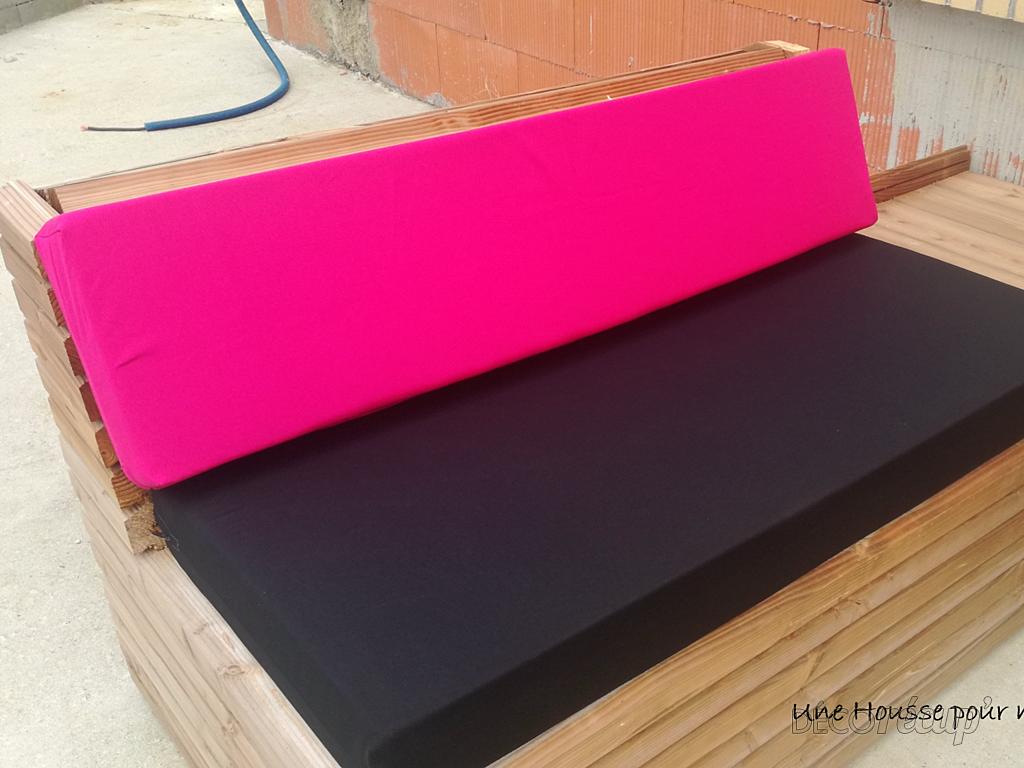 8 housses canap palettes noir rose fuchsia par une housse - Housse canape noir ...